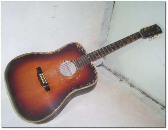 Vieille guitare acoustique